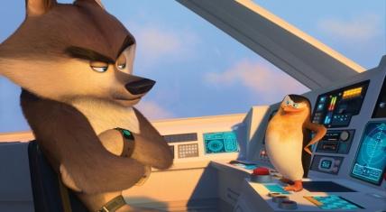 Nordwind-Anführer Geheimsache und Pinguin-Anführer Skipper bei der Lagebesprechung